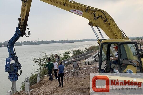 Đóng cọc BTCT cầu Cảng tại Chí Linh, Hải Dương