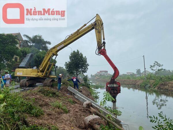 Đóng cọc bê tông 250x250 kênh Đồng Khởi, Bắc Ninh